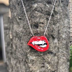 vampire lips necklace